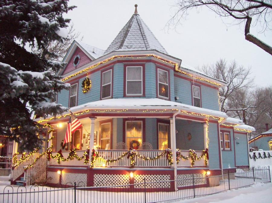 Holden House in Colorado Springs is the perfect place to call home for the holidays with Christmas lights and holiday decorations.