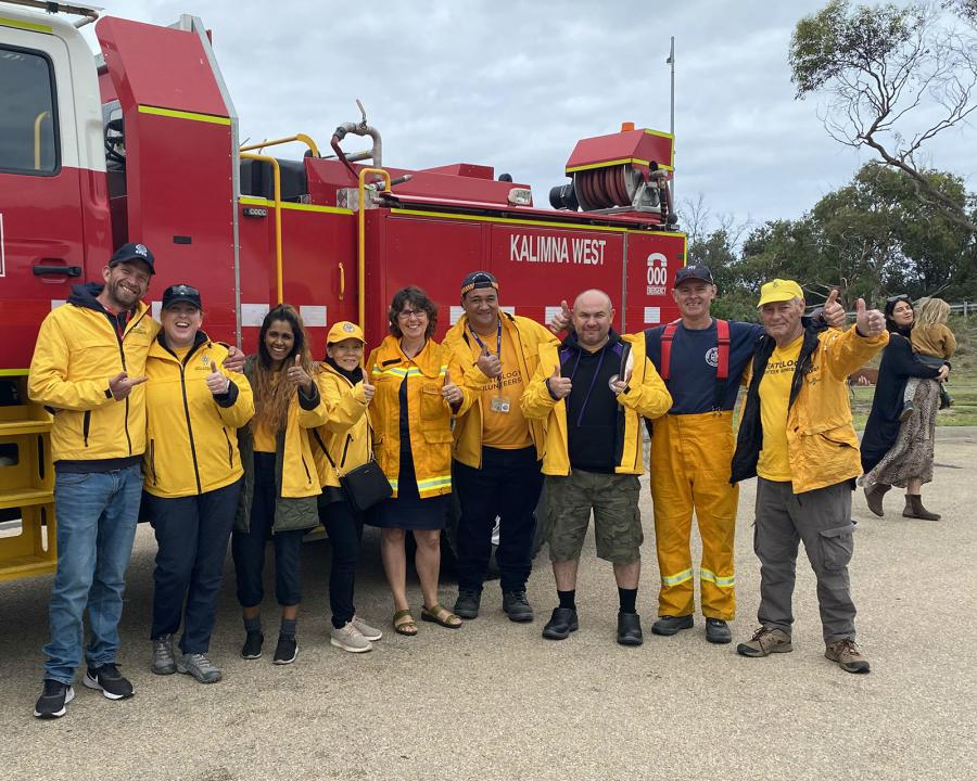 Since the fires started in November, Scientology Volunteer Ministers have been helping firefighters and those affected. © 2020 Church of Scientology International. All Rights Reserved.