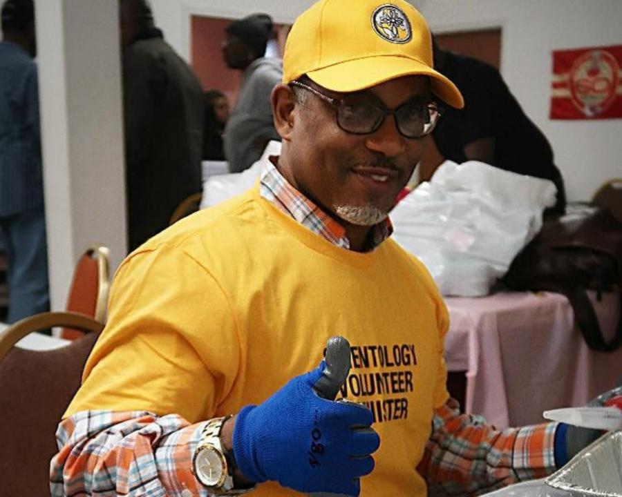 Scientology Volunteer Minister from Kansas City gives the project a thumbs up.