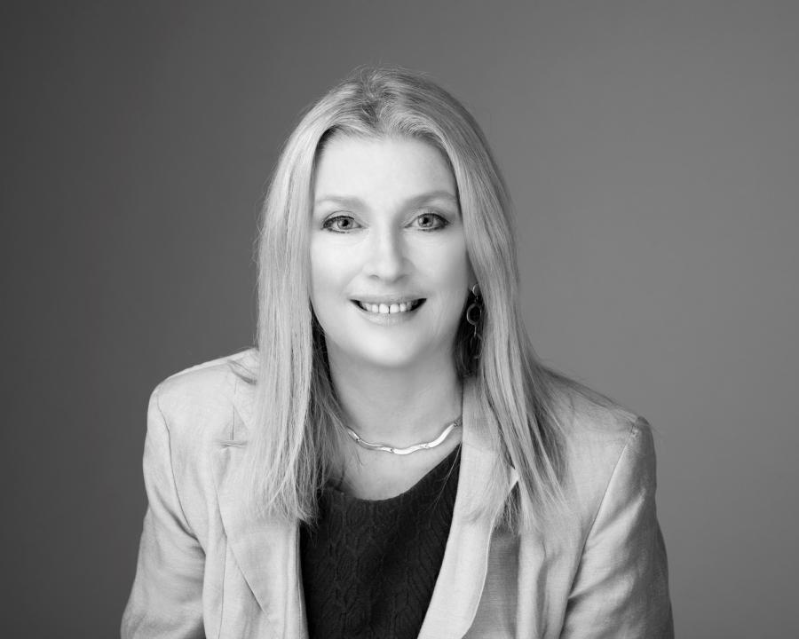 Dr. Niamh Middleton