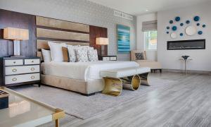 Master Bedroom Suite in Villa Lands End Cabo