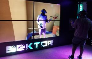 Mixed reality VR, mirroring player in real time on large screen using LIV software