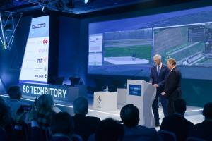 LMT president Juris Binde and Latvian Prime Minister Krisjanis Karins launch a drone BVLOS
