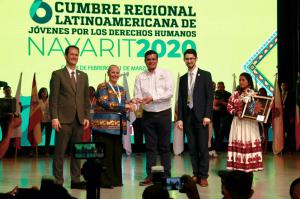 Mary Shuttleworth, Founder and President of Youth for Human Rights International, presenting Antonio Echevarría García, Governor of the State of Nayarit with an award to honor his dedication to providing human rights education to all in Nayarit.