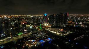 Paramount Miami Worldcenter Flies Stars & Stripes for FLA Primary
