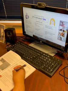 A picture of one of Apollos University's virtual classes.