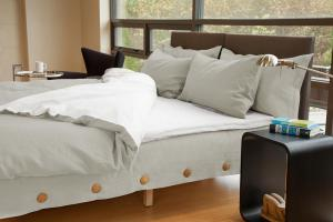 Three Quarter View of King Size Horizontal Bed