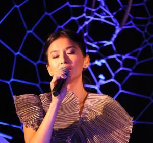 Sangeeta Kaur performing