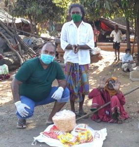 Mauris Noronha providing food in the slums of Mumbai India