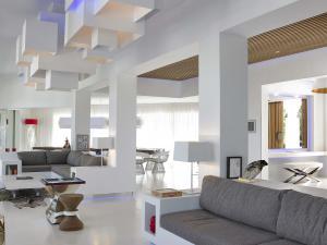 The villa features unparalleled indoor-outdoor flow through bi-fold sliding doors and floor-to-ceiling glass.