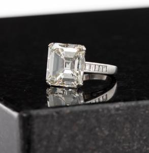 The auction's expected top lot was this dazzling 12.01-carat emerald cut diamond (K VVS1) and platinum ring. It sailed past its $80,000-$120,000 estimate to finish at $143,750.
