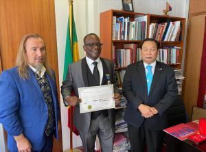 Oumar  Keita, Thierry Rayer et Bernard Sok au siége de l'Unesco à Paris