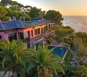 This gorgeous Mallorcan villa sits perched on a cliff overlooking Santa Ponsa Bay and the Mediterranean Sea.
