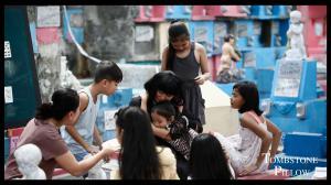 Actress Lourdes Duque Baron (Olivia) with children