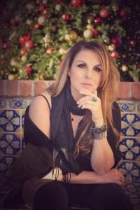 """RAQUEL AURILIA New Single """"Reaching Out for You"""" with CAM CARTER"""