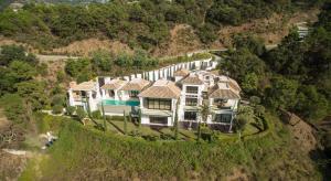 Located in exclusive La Zagaleta Country Club
