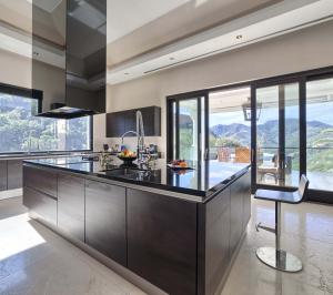 Bright and spacious SieMatic kitchen with luxury finishes