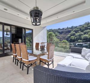 Elegant contemporary Mediterranean villa with mountain views