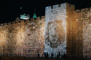Jerusalem follow the light - Old city wall - photo Shmuel Cohen