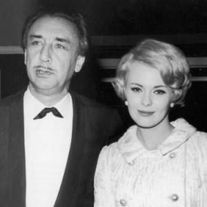 Romain Gary and Jean Seberg posing for the press at a Premiere