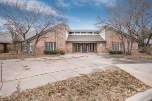 spacious Creighton Park 4 bedroom, 3.5 bath home with an indoor pool in Amarillo, Texa