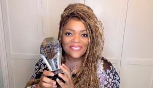 Recipient Yvette Nicole Brown