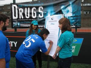 Teens in London, England, sign the Foundation for a Drug-Free World pledge to live drug-free.