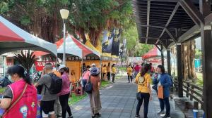 Scientology Volunteer Ministers spent Mother's Day at a local festival where they answered questions and guided people to technology to assist them in their lives.