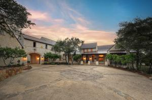 Interluxe-Auction-TX-San-Antonio-70-High-Crescent_Front