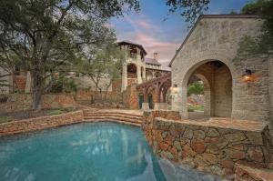 Interluxe-Auction-TX-San-Antonio-70-High-Crescent_Pool
