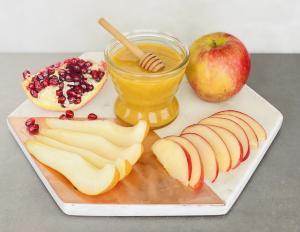 Celebrate Rosh Hashanah with Kosher Certified Palm Beach Creamed Honey
