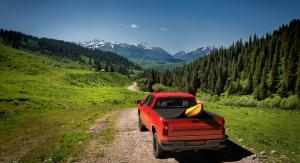 """red 2015 2016 2017 2018 chevy silverado 5' 8"""" bed with yellow kayak under sawtooth stretch truck bed cover red 2015 2016 2017 2018 gmc sierra 5' 8"""" bed with yellow kayak under sawtooth stretch tonneau cover"""