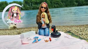 This Is Blythe Reviews Holding Custom Blythe Doll