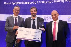 Ioannis Tsamardinos, CEO at JADBio, receiving the 1st prize for top spin-off in Greece