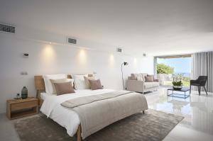 Fully renovated with high-end finishes, Castle Bay embodies the best of the French Riviera plus an unbeatable view.