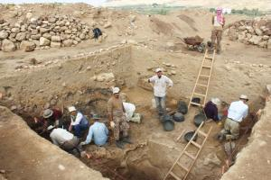 Figure 2. The excavations at Tall el-Hammam, Jordan, northeast of the Dead Sea. Darker 'destruction layer' is about halfway down the wall.