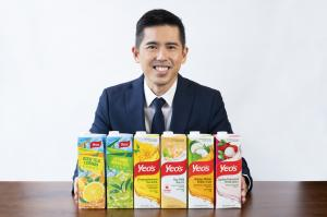Mr Samuel Koh,  Yeo Hiap Seng Group Chief Executive Officer,  showcasing some of Yeo's products from its latest Combi line