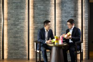 Taking a closer look at the customer friendly features of Yeo's new Combi product range.  Mr Samuel Koh, Yeo Hiap Seng Group Chief Executive Officer (left) with Mr Jerson Uy, Yeo's Chief Executive Officer, Malaysia, Brunei and Indonesia (right)
