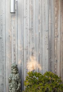 reSAWN TIMBER co.'s MURASAKI shou sugi ban on Los Angeles Residence