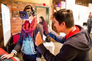 Accelerator alumni participants test VR headsets