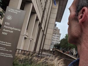 David E. Howe outside of FBI Headquarters, Washington, 09/17/2018