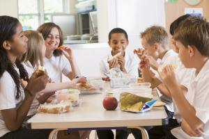 Learn how to pack food-safe school lunches