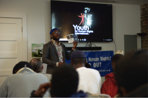 Explaining the right to justice, Travis Ellis delivers a human rights training in the community in Northeast, Washington, D.C.