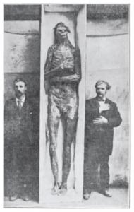 Picture of Giant Skeleton Found in Lovelock Cave