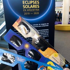 Anteojos de ver el eclipse solar total