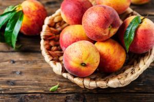 refreshing-peach-sangria