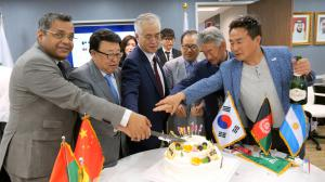 Chairman Kim with VVIP's Cut the WTIA Cake to Launch its Global Exchange