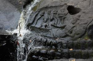库伦山河石上的古代雕刻
