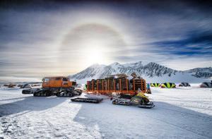 Antarctic adventure camps with Antarctic Logistics & Expeditions
