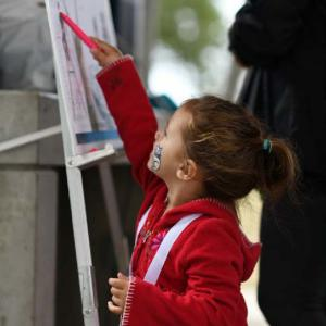 Young supporter signs the drug-free pledge.